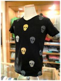 春夏のシンプルなシャツ一スタイルを圧倒的に洒脱にしてくれる一枚です♪