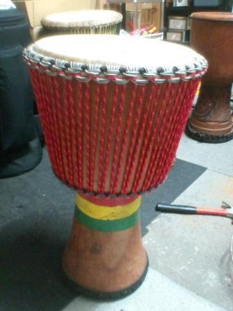 アフリカの太鼓ジャンベに...