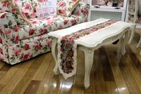 薔薇の似合うテーブルには、バラ模様のテーブルクロスを♡