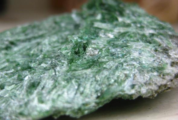 アクチノライト(緑閃石)