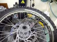 大型バイクでは十数年ぶり?の手作業。