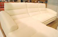 新しい季節に。清潔感のある白の家具を♪