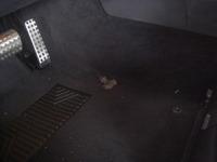 ベンツE(W211)のフロアカーペット欠損補修